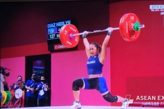 [핫피플] 필리핀 '여 역도영웅' 이번에는 올림픽 최초 '금메달' 번쩍
