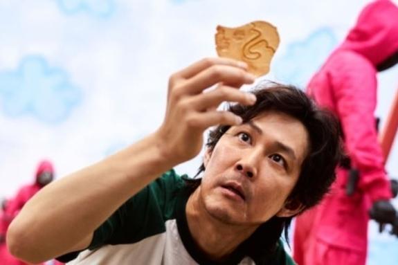 23개국 1위 '오징어게임' 속 달고나 하룻만에 유튜브 30만 후끈
