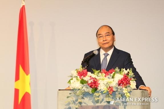 베트남 총리 만난 이재용 삼성전자 부회장 '선물보따리' 뭘까
